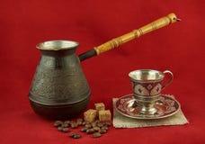 Todavía vida con los potes, taza del metal del café Foto de archivo