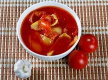 Todavía vida con los tomates y el ajo Imagenes de archivo