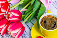 Todavía vida con los tulipanes Imagenes de archivo