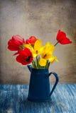 Todavía vida con los tulipanes Fotografía de archivo