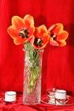 Todavía vida con los tulipanes Imágenes de archivo libres de regalías