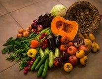Todavía vida con los vehículos y las frutas del otoño Imagen de archivo