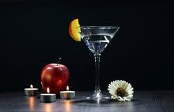Todavía vida con los vidrios de Martini Imagen de archivo libre de regalías
