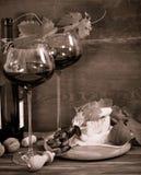 Todavía vida con los vidrios de vino rojo Imagen de archivo