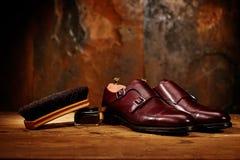 Todavía vida con los zapatos de cuero y los accesorios del ` s de los hombres para los zapatos Ca Fotos de archivo libres de regalías