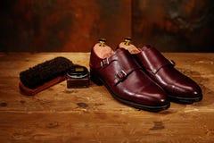 Todavía vida con los zapatos de cuero y los accesorios del ` s de los hombres para los zapatos Ca Foto de archivo