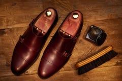 Todavía vida con los zapatos de cuero y los accesorios del ` s de los hombres para los zapatos Ca Fotografía de archivo
