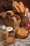Todavía vida con pan en el estilo nacional ruso Imagen de archivo libre de regalías