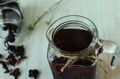 Todavía vida con té del karkade Imágenes de archivo libres de regalías