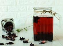 Todavía vida con té del karkade Fotografía de archivo libre de regalías