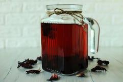 Todavía vida con té del karkade Imagen de archivo