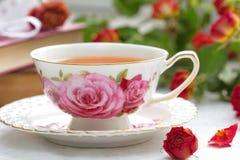 Todavía vida con té, libros y rosas Fotografía de archivo libre de regalías
