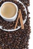 Todavía vida con un café caliente. Foto de archivo