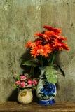 Todavía vida con un manojo de flor Foto de archivo