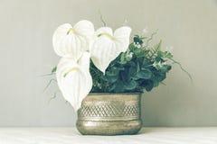 Todavía vida con un manojo hermoso de flores, tono del color del vintage Imagen de archivo libre de regalías