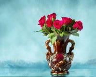 Todavía vida con un ramo de rosas Imagen de archivo libre de regalías