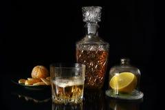 Todavía vida con un vidrio del whisky y del limón Fotografía de archivo libre de regalías