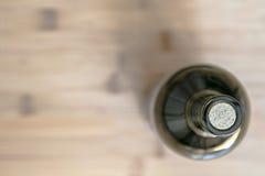 Todavía vida con una botella de vino Imagenes de archivo