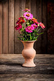 Todavía vida con una flor del florero, Fotografía de archivo