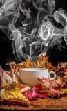 Todavía vida con una taza de té Foto de archivo libre de regalías