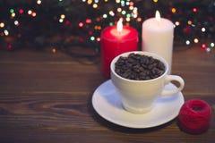 Todavía vida con una taza y las velas de café Fotos de archivo libres de regalías