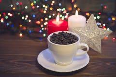 Todavía vida con una taza y las velas de café Imagen de archivo