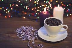 Todavía vida con una taza y las velas de café Fotos de archivo