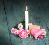 Todavía vida con una vela para el día de madres Foto de archivo