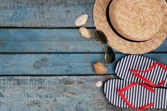Todavía vida de diversos artículos para relajarse en la playa, caucho Imagen de archivo libre de regalías