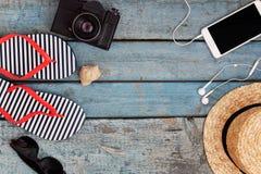 Todavía vida de diversos artículos para relajarse en la playa, caucho Fotografía de archivo