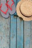 Todavía vida de diversos artículos para relajarse en la playa, caucho Imágenes de archivo libres de regalías