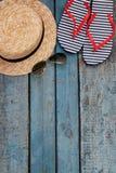 Todavía vida de diversos artículos para relajarse en la playa, caucho Fotografía de archivo libre de regalías