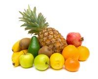 Todavía vida de frutas frescas en el fondo blanco Fotografía de archivo