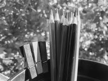 Todavía vida de lápices en blanco y negro Fotos de archivo
