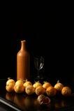 Todavía vida de la botella de cerámica Fotografía de archivo