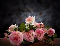 Todavía vida de la flor color de rosa del ramo Fotografía de archivo libre de regalías