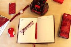 Todavía vida de la mesa de la oficina para las mujeres Imagen de archivo libre de regalías