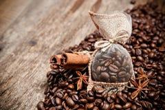 Todavía vida de los granos de café Fotografía de archivo libre de regalías