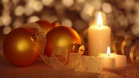 Todavía vida de los ornamentos de la Navidad Lazo inconsútil almacen de video