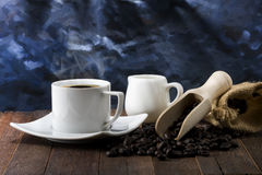Todavía vida del café caliente del café express en la taza blanca Fotografía de archivo