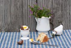 Todavía vida del huevo de chocolate de Pascua al lado de la cuchara con la yema de huevo y s Imagen de archivo libre de regalías