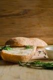 Todavía vida del pan cortado Ciabatta Fotos de archivo