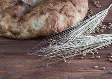 Todavía vida del pan Pita y de los oídos del trigo Fotografía de archivo