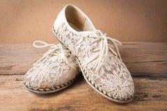 Todavía vida del zapato en la madera Fotos de archivo libres de regalías