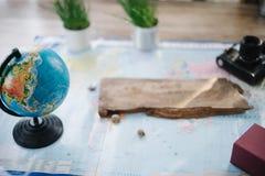 Todavía vida en el mapa político del mundo El concepto de viaje Imagen de archivo
