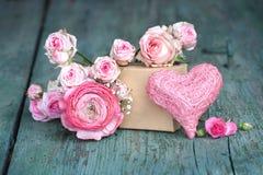 Todavía vida en el rosa para el día de madres Imagen de archivo