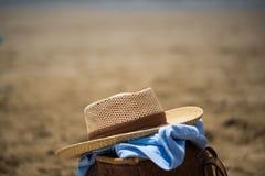 Todavía vida en la playa, con el sombrero Fotografía de archivo libre de regalías