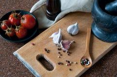 Todavía vida en una tabla de cocina Fotografía de archivo libre de regalías