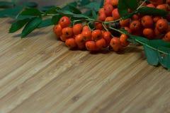 Todavía vida en una tabla de cocina de madera Imagen de archivo