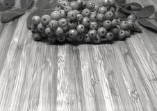 Todavía vida en una tabla de madera Fotos de archivo